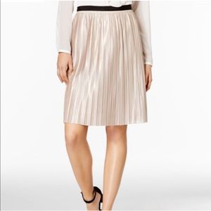 Tommy Hilfiger Gold Metallic Pleated Skirt size 6
